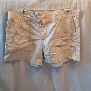 3/$30 GAP cream cargo shorts